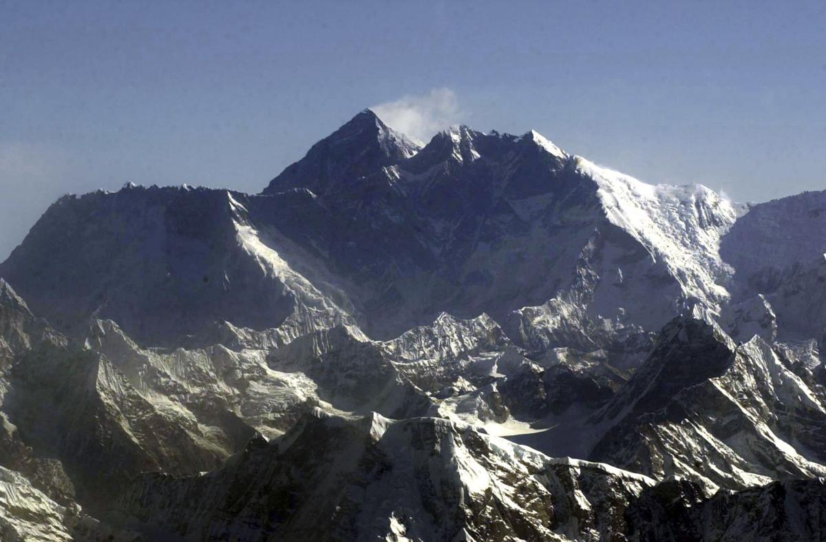 Mount Everest will be crowded again days after 4 killed