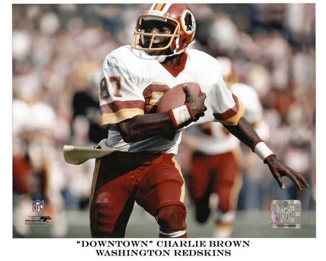 Former Redskins receiver to hold free football camps