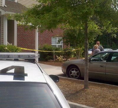Ladson man shot twice at apartment