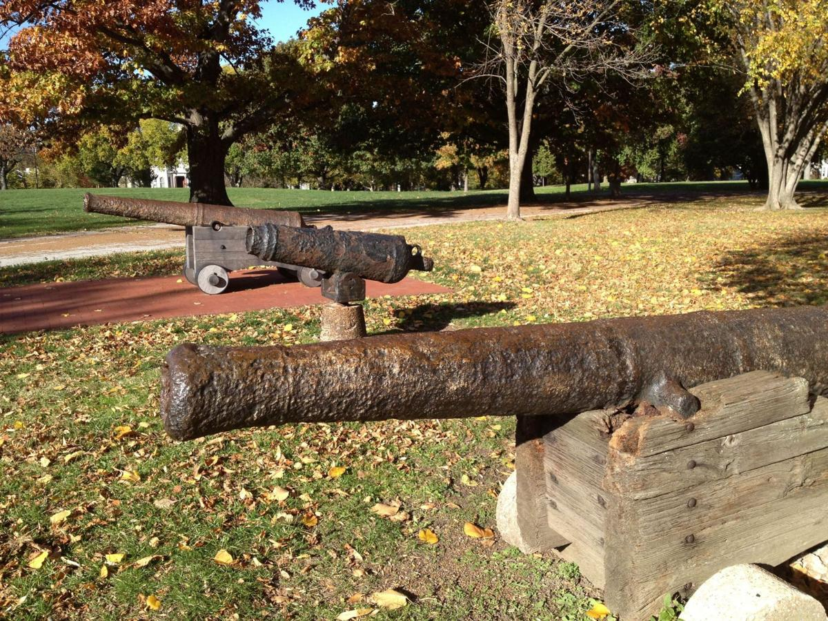 How did Revolutionary War cannons from Charleston end up in St. Louis?