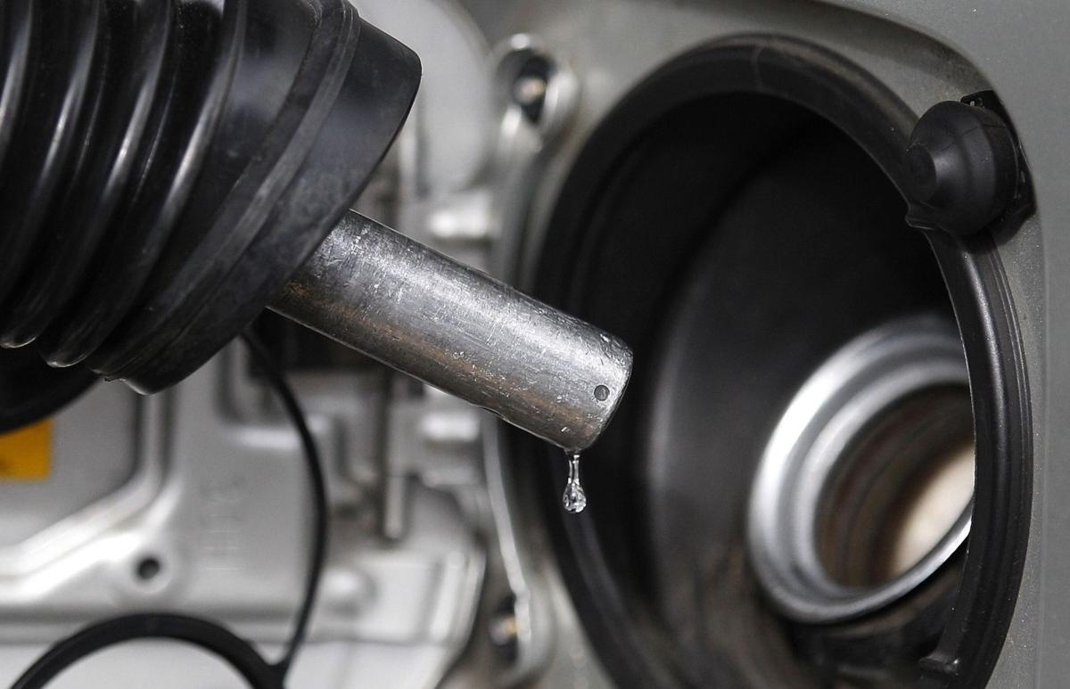 Gas tax hike opponents to pay motorists' gas taxes at Summerville station Thursday