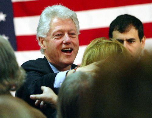 Bill Clinton backs Hillary at downtown restaurant, says economic stimulus bill a must