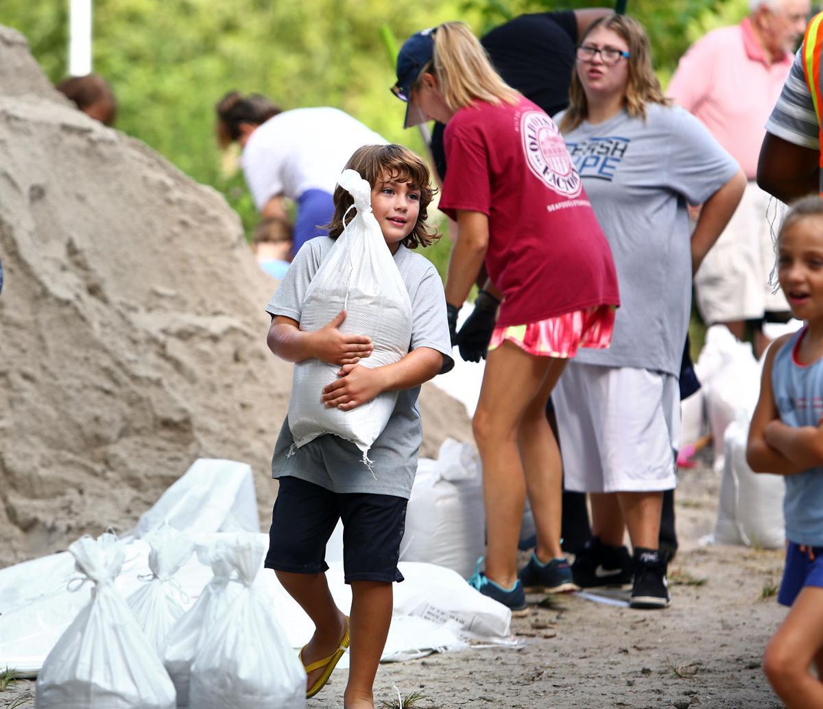sandbags long Tues Hurricane Florence.jpg (copy)