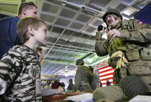 Living historians honor veterans