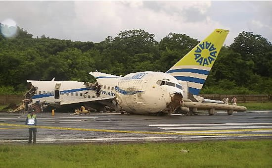 Jetliner crashes on Colombian island; 1 killed