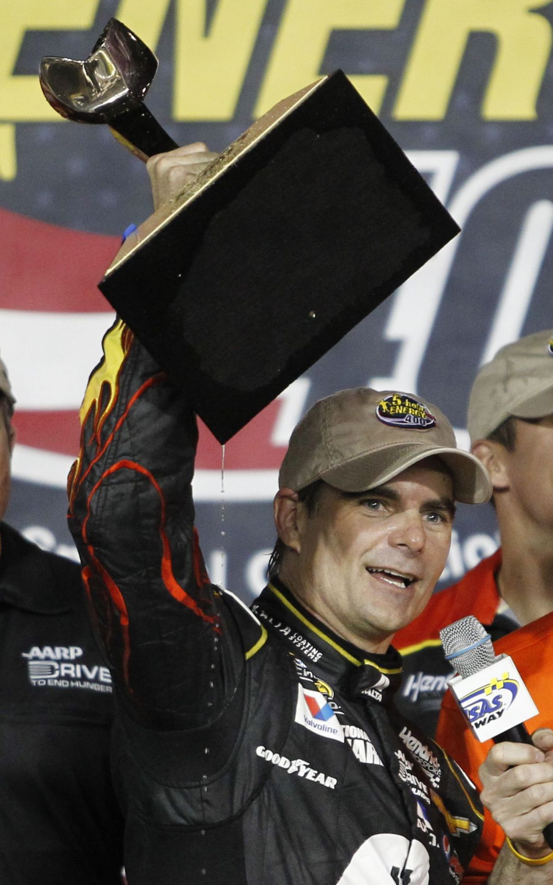 Gordon wins at Kansas Hendrick driver is 10th different winner this season