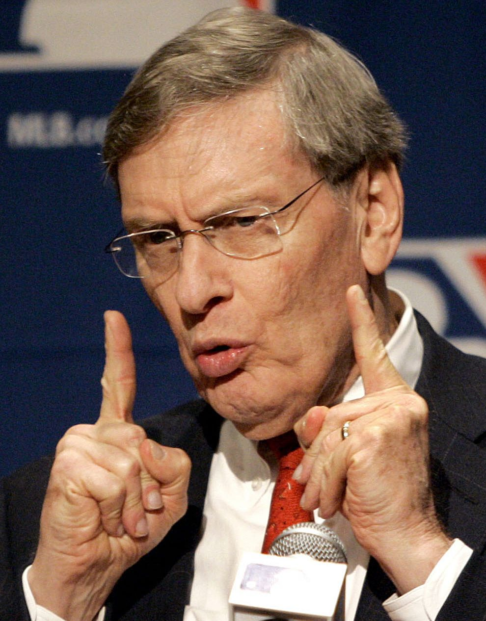 MLB comissioner Bud Selig says he will retire in January 2015