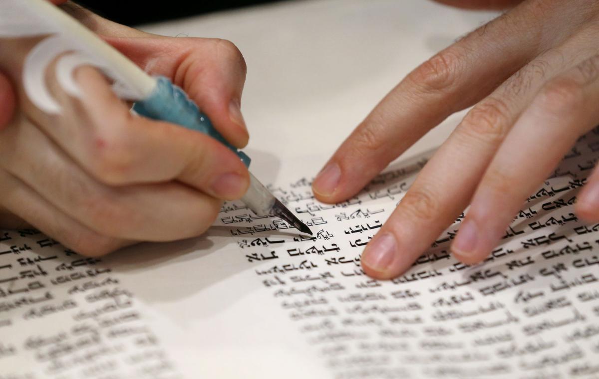 Center for Jewish Life unrolls new Torah scroll | News ...