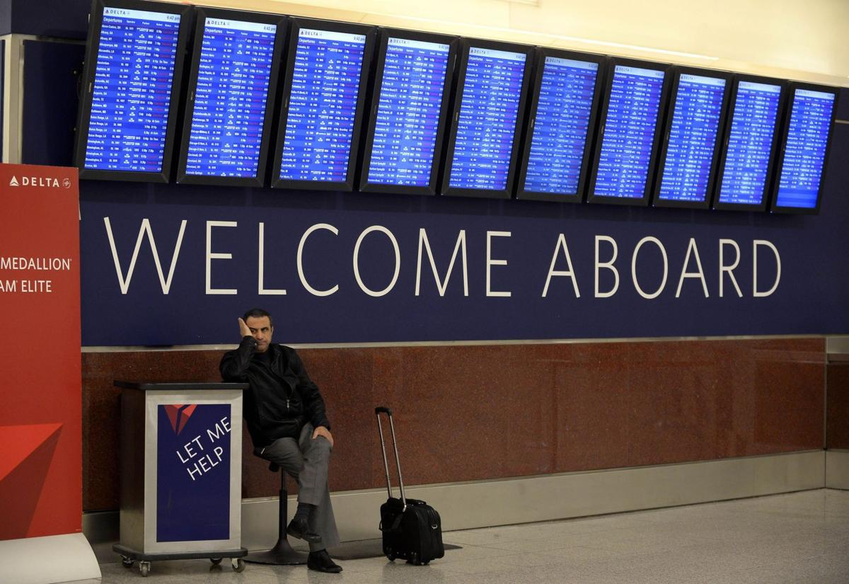 Proposal: Airlines openly disclose seat, bag fees