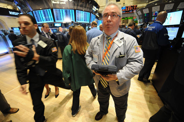 Stocks dive as fear of recession spreads
