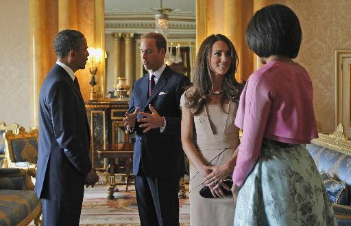 Obamas welcomed at Buckingham Palace
