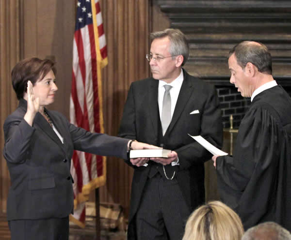 Kagan sworn in as Supreme Court justice