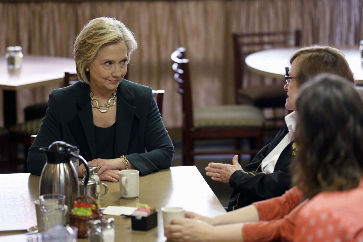 Clinton in 2nd day of Iowa swing, with diner stop
