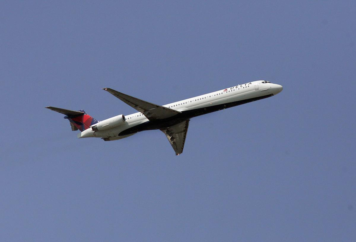 Delta plane makes safe emergency landing at Charleston International Airport