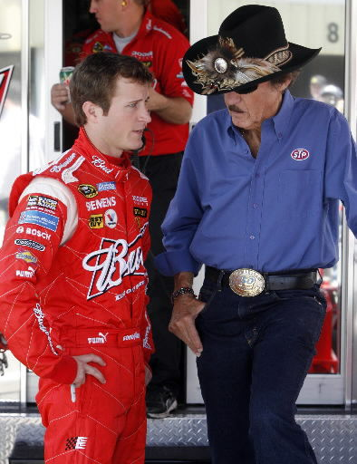 Hendrick signs Kahne to drive in 2012