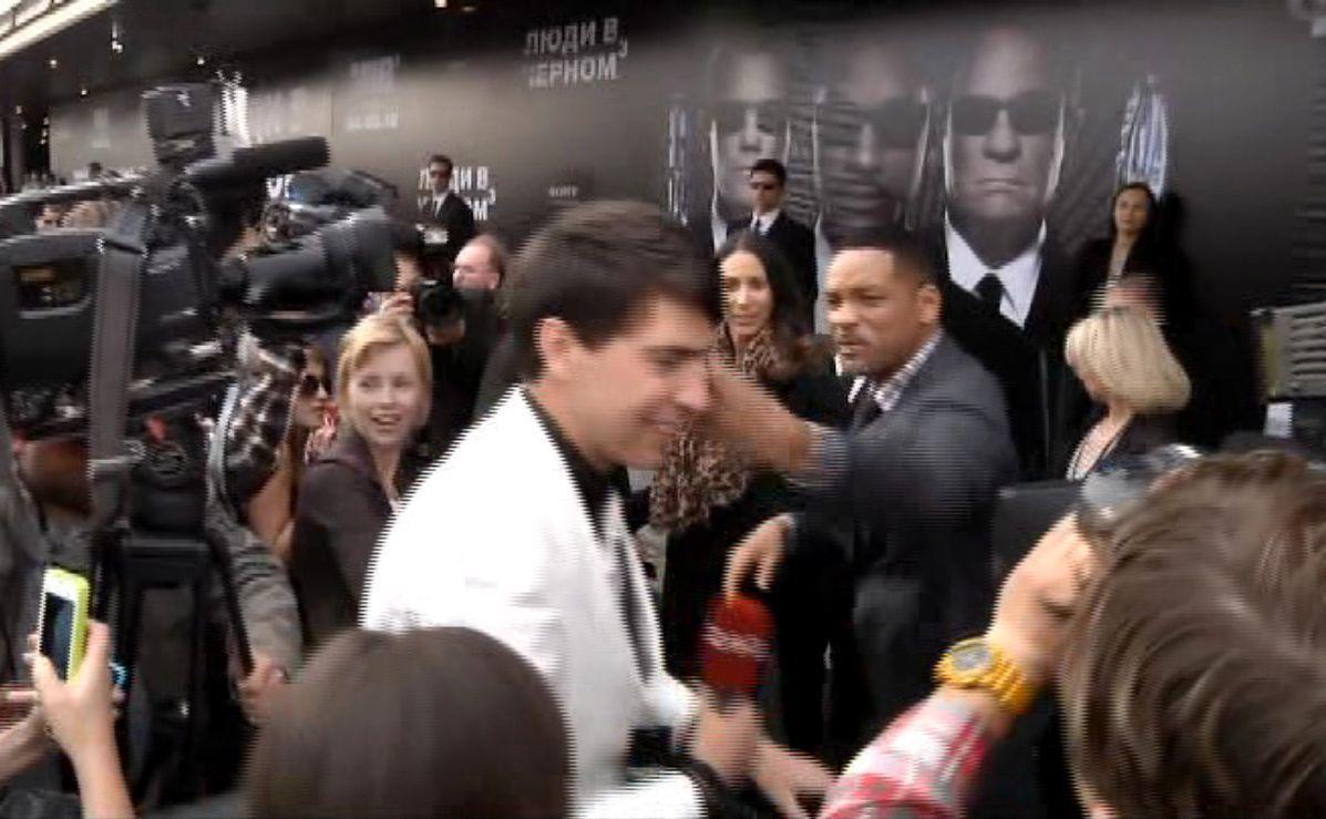 Will Smith slaps journalist who tried to kiss him