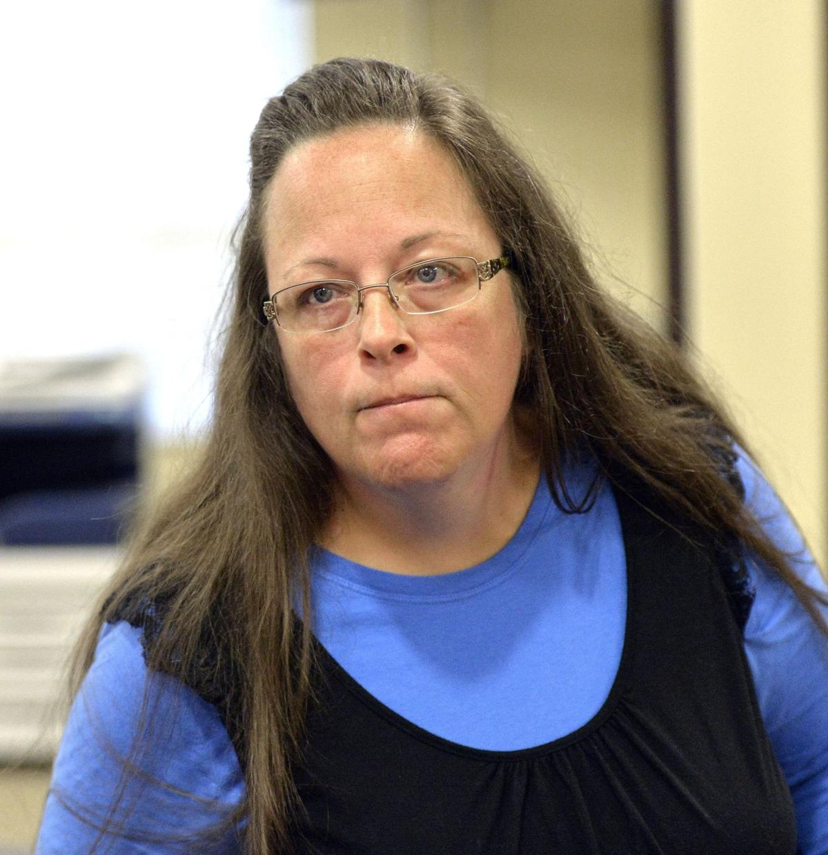 Clerk jailed for keeping licenses from gay couples