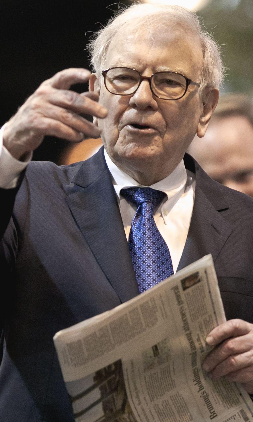 Buffett's group buys newspaper chain