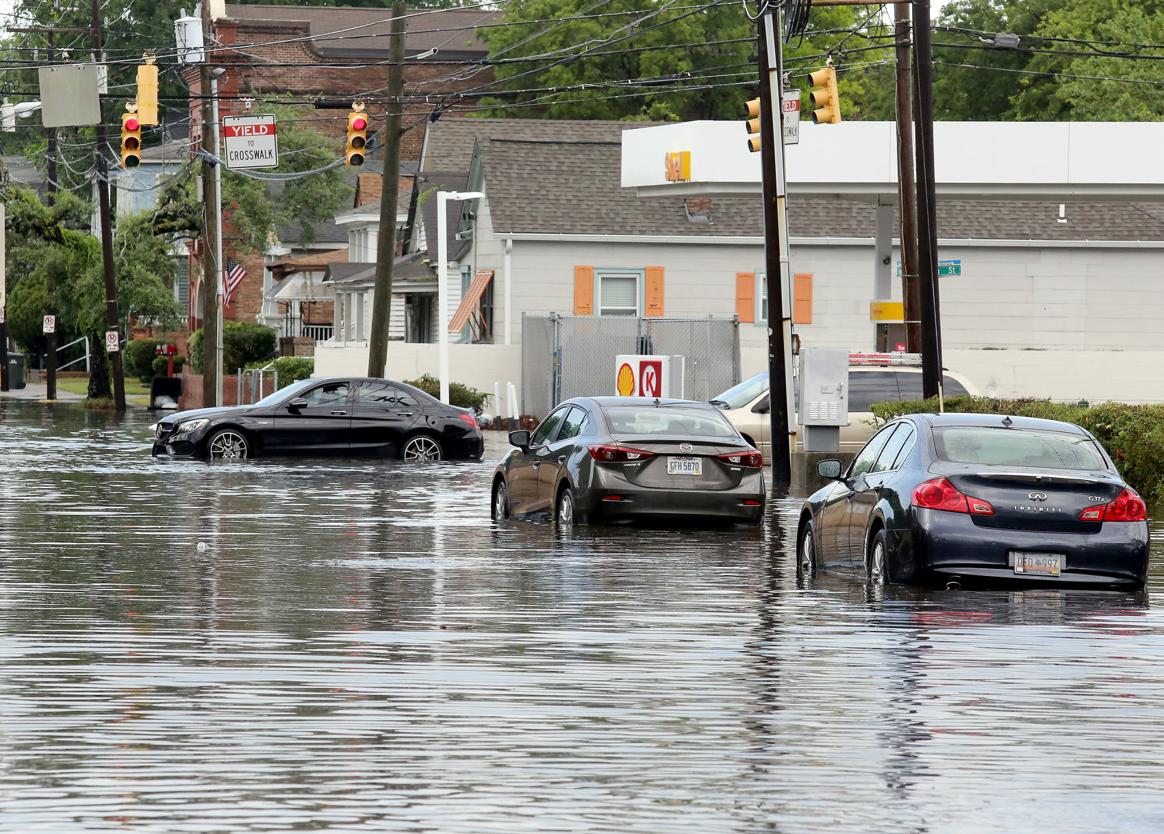 Downtown flooding closes Charleston streets Photo