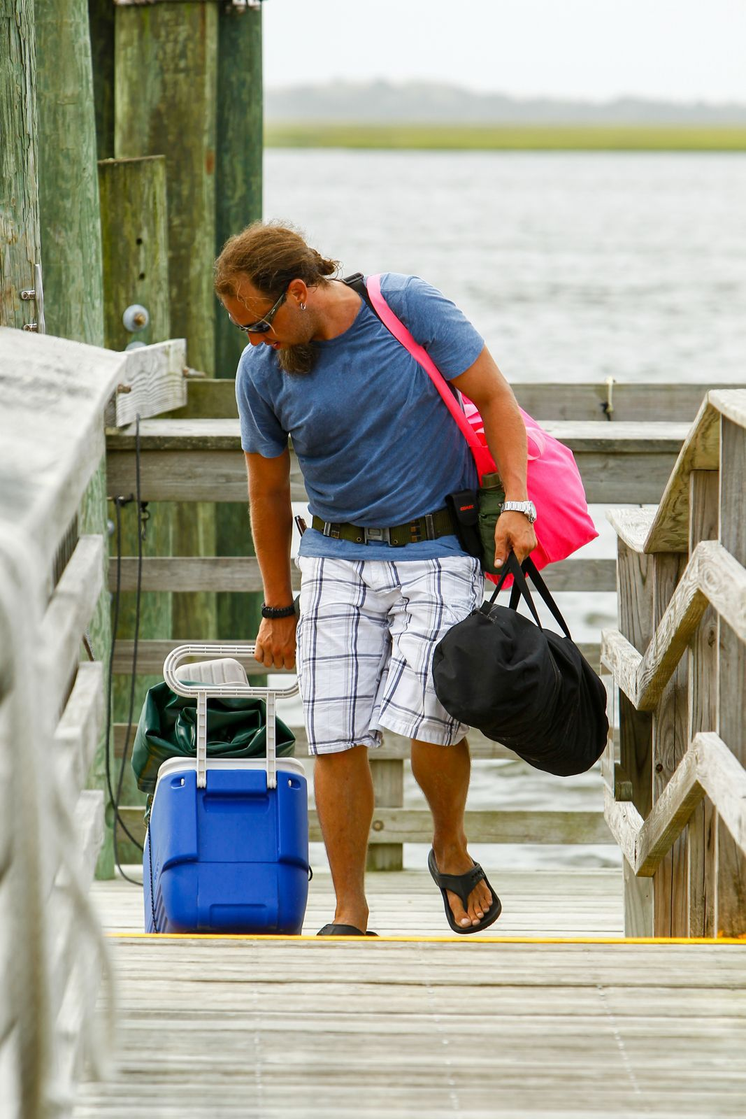 BC-US--Tropical Weather, 10th Ld-Writethru,968Vacationers leave as Arthur nears North Carolina
