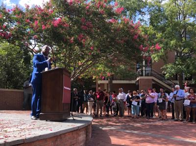 USC faculty and alumni rally for new presidential search