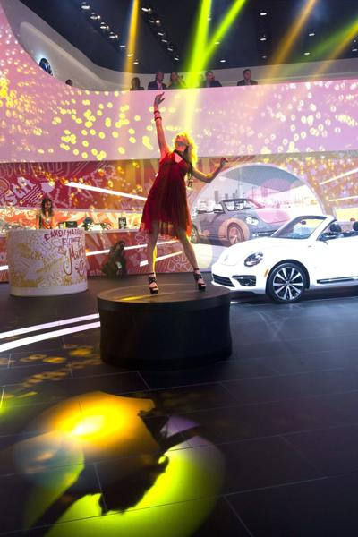 Auto shows do more for women, but lean toward guys