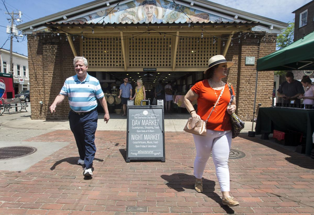 Charleston Market Tourists01.jpg