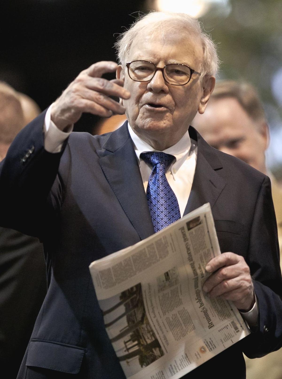 1310< AP-US-Berkshire-Hathaway-Newspapers,541<\n>Buffett's firm buys Roanoke, Va., Times newspaper