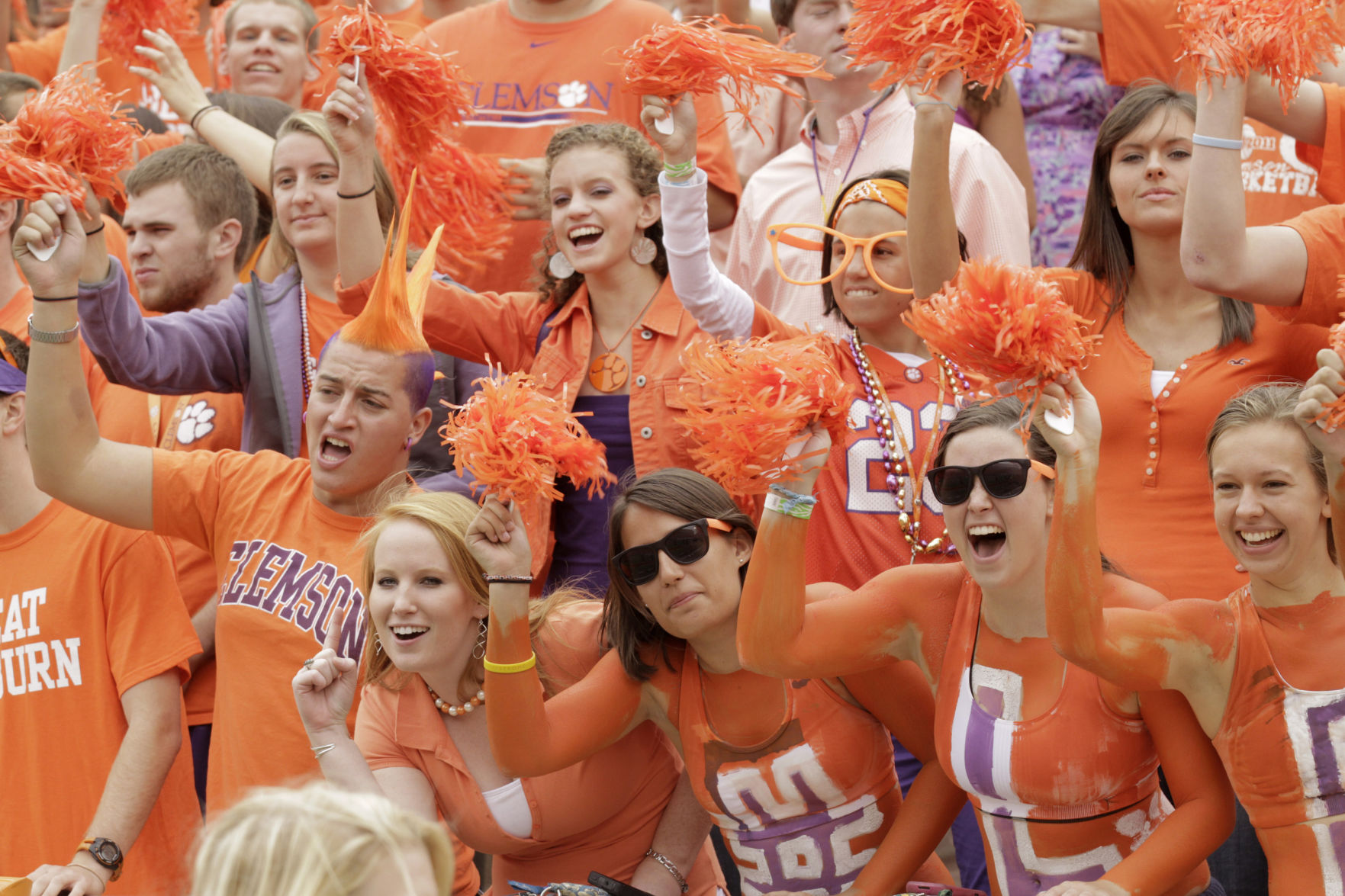 Clemson blows out Kent Sate in season opener