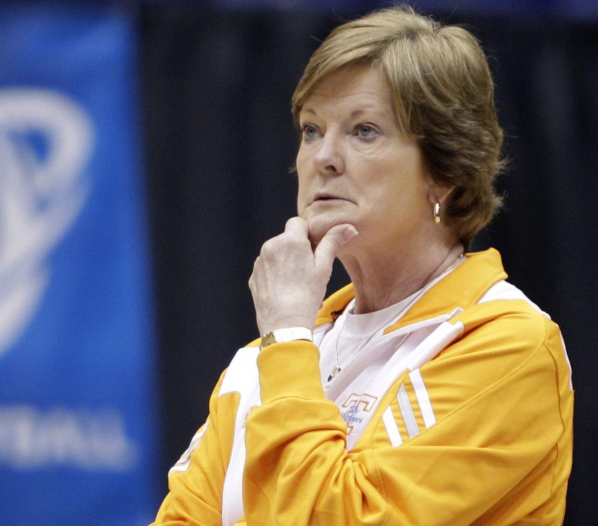 Tennessee's Summitt steps aside