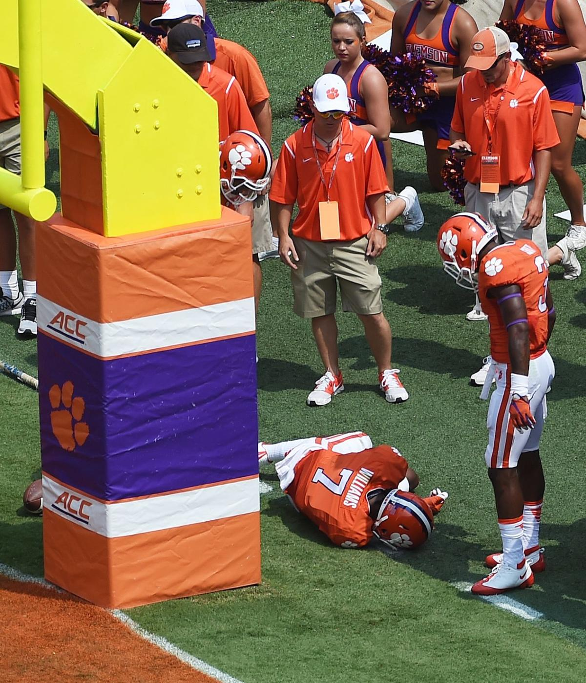 Clemson WR Mike Williams suffers broken neck, out indefinitely