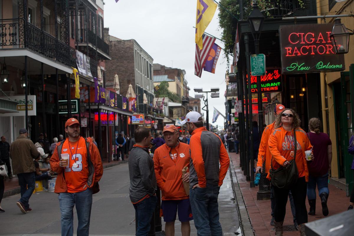 Bourbon Street fans08.jpg