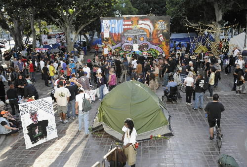 Calm prevails as Occupy deadlines pass in 2 cities