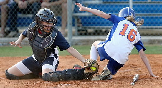 Hanahan blanks Braves