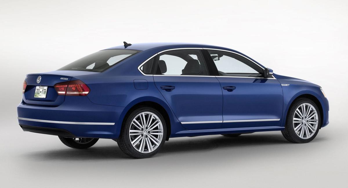 Volkswagen shows off Passat concept with 42 mpg highway