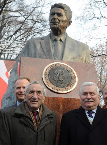 Walesa unveils statue of Ronald Reagan in Warsaw