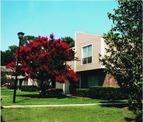 Venerable North Charleston rental complex offers peaceful surroundings