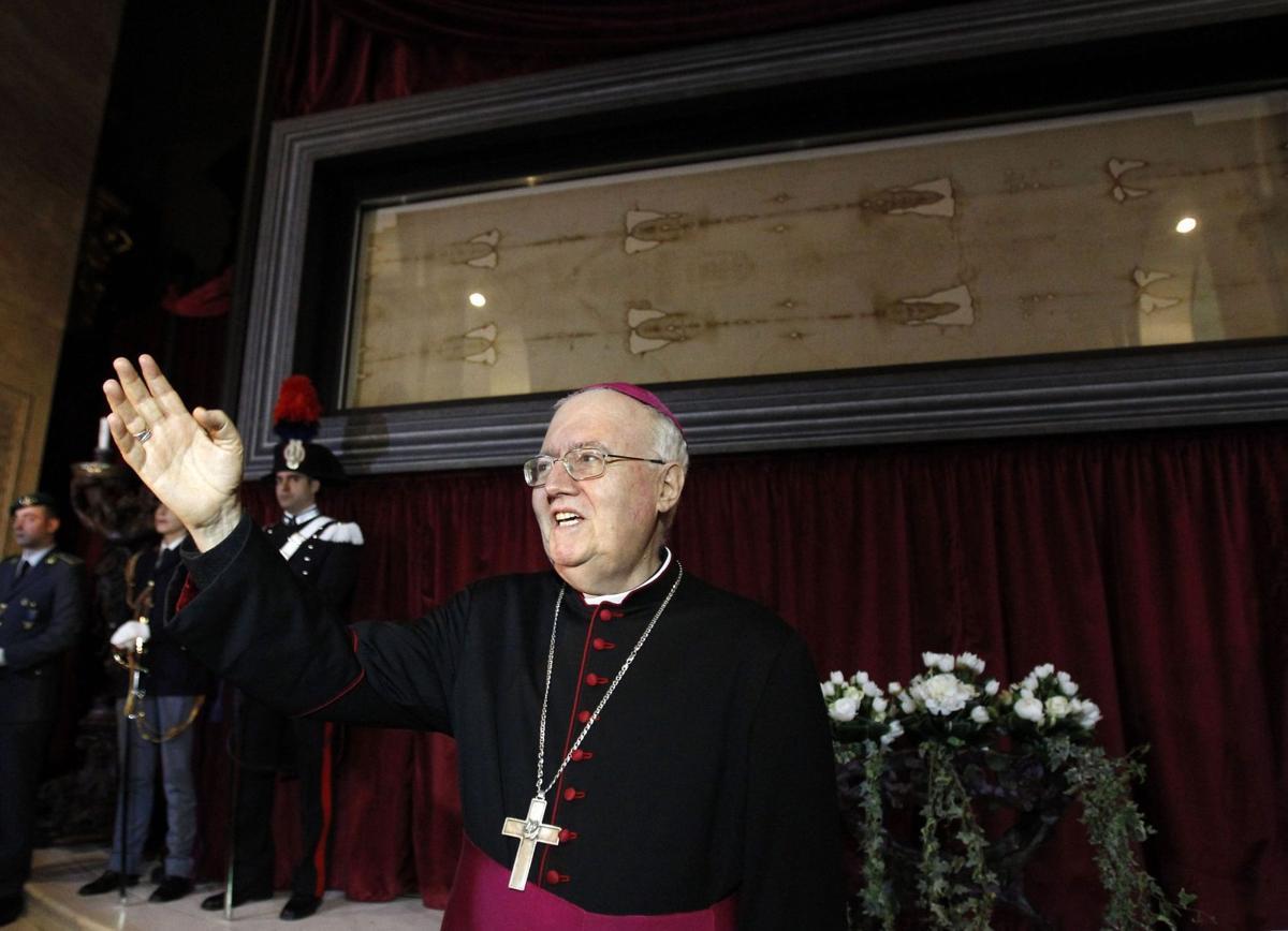 Shroud of Turin back on display for faithful, curious