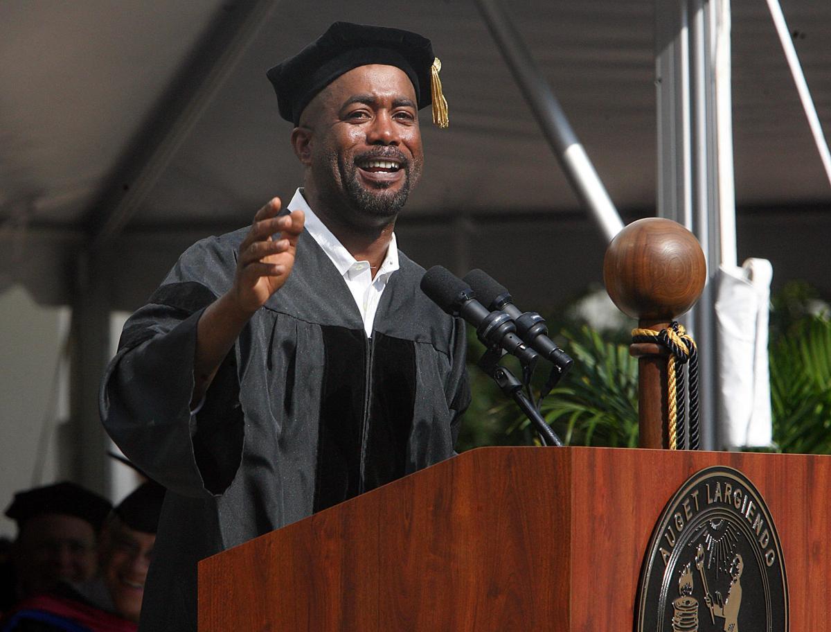MUSC graduates 800; Charleston's Darius Rucker speaks