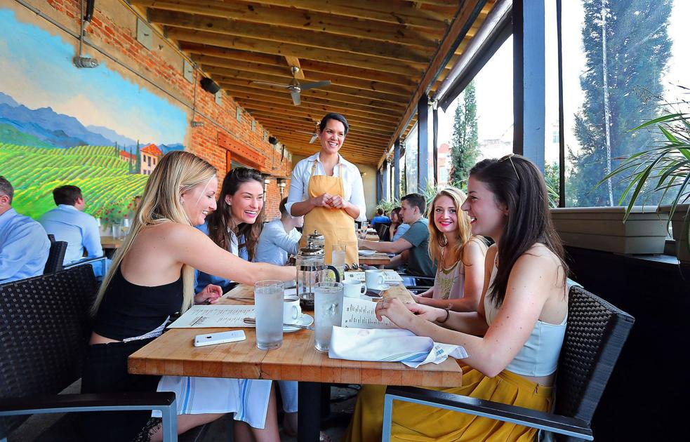 13 Charleston area restaurants great for dining with a large group of people