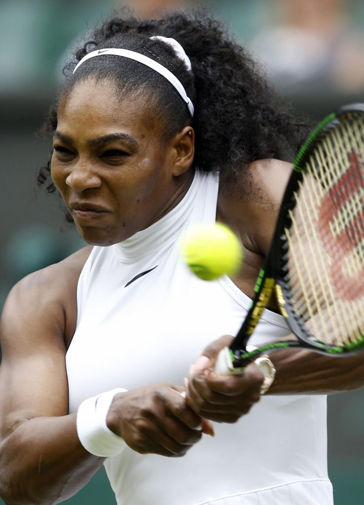 With roof closed, Williams rolls at Wimbledon