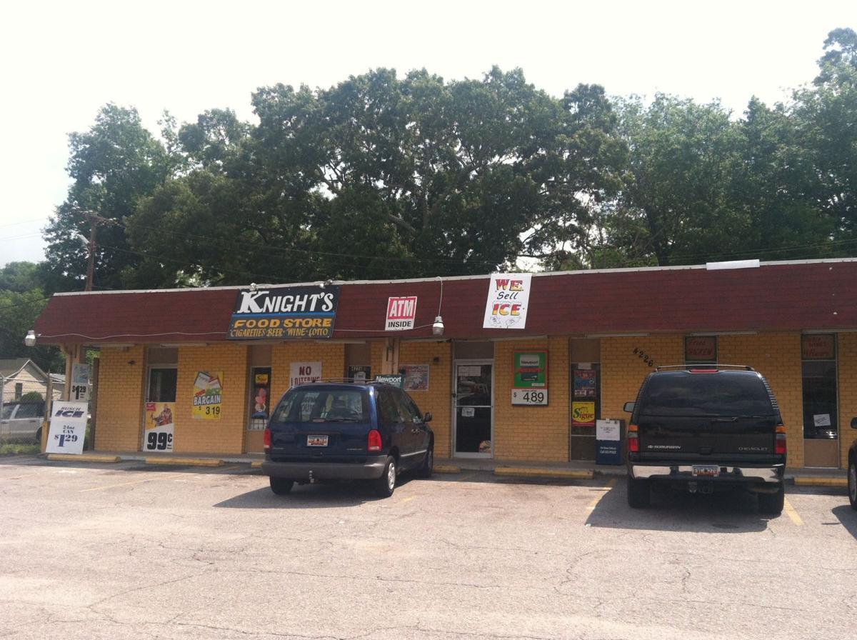 Clerk shot in chest; 2 suspects elude police