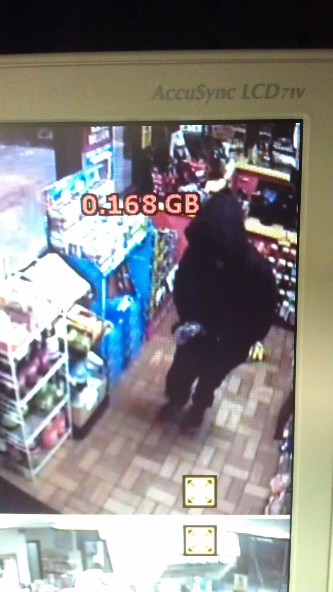 Deputies seek suspect in store robbery in West Ashley