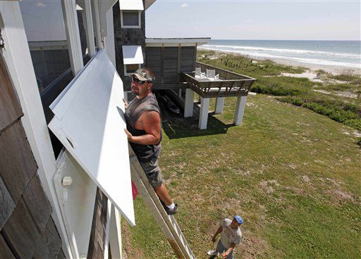 Island evacuations start as Earl nears East Coast