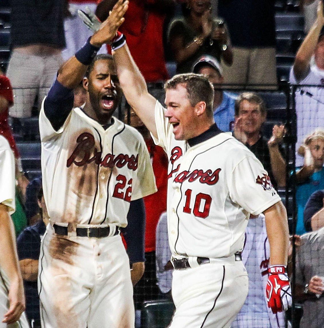 Jones' walk-off HRcaps Braves' rally