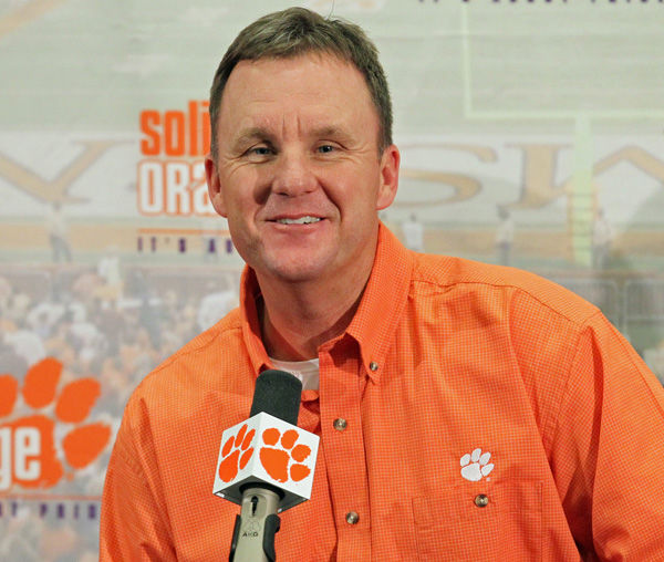 Morris reaches new agreement to remain with Clemson