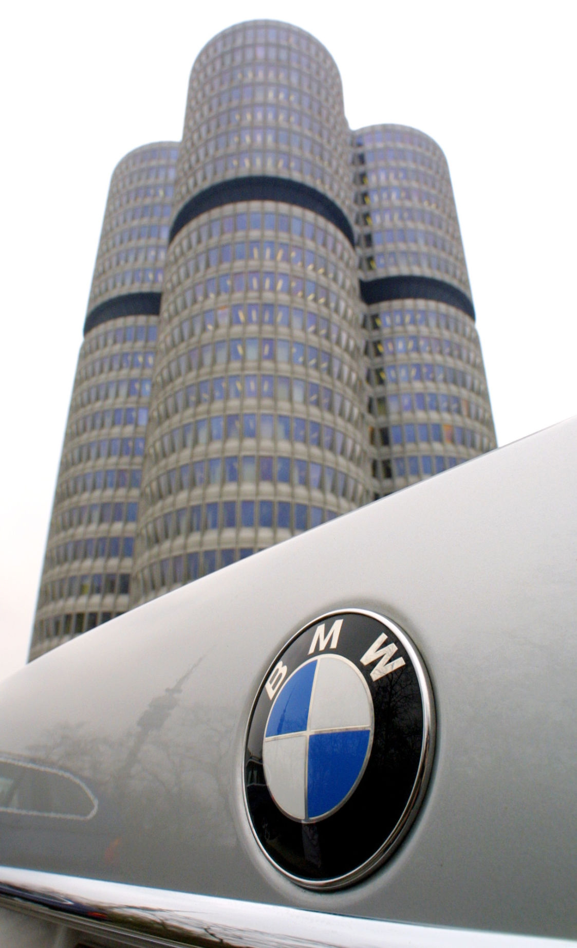 BMW betting mouse click will lure buyers for $48,500 electric auto