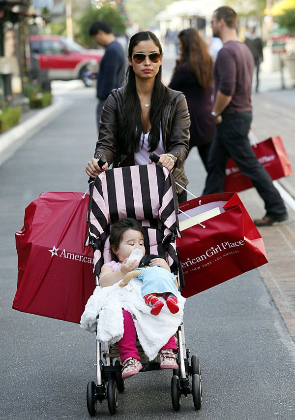 Consumer confidence dips after holiday robust spending