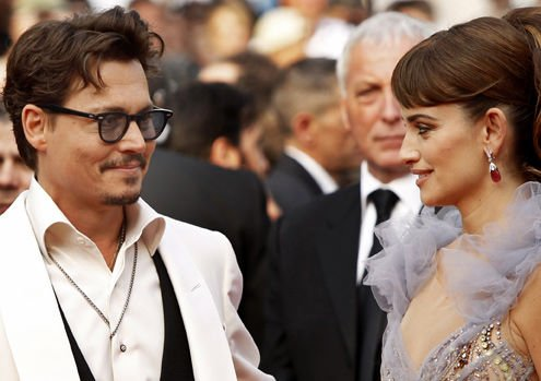 Johnny Depp steers 'Pirates' into critical seas of Cannes