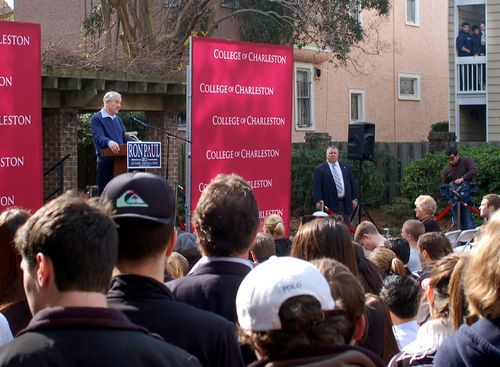 Hundreds of students turn out to meet Ron Paul